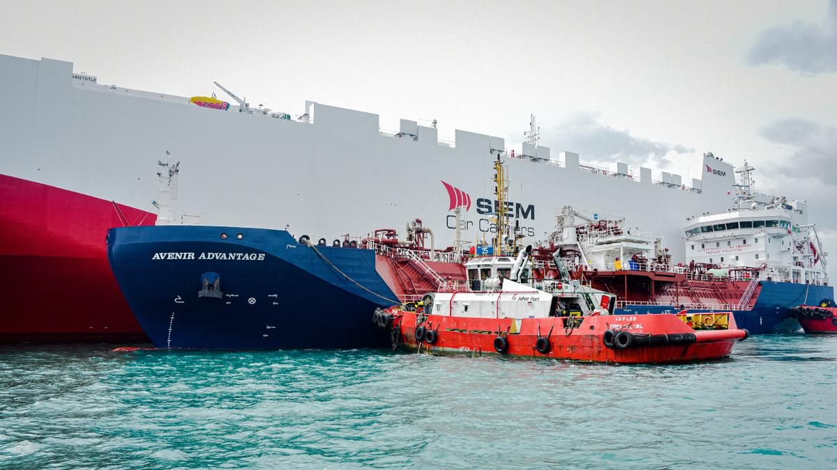 Southeast Asia's first LNG bunker vessel Avenir Advantage bunkering SIEM Aristotle (source: Avenir LNG)