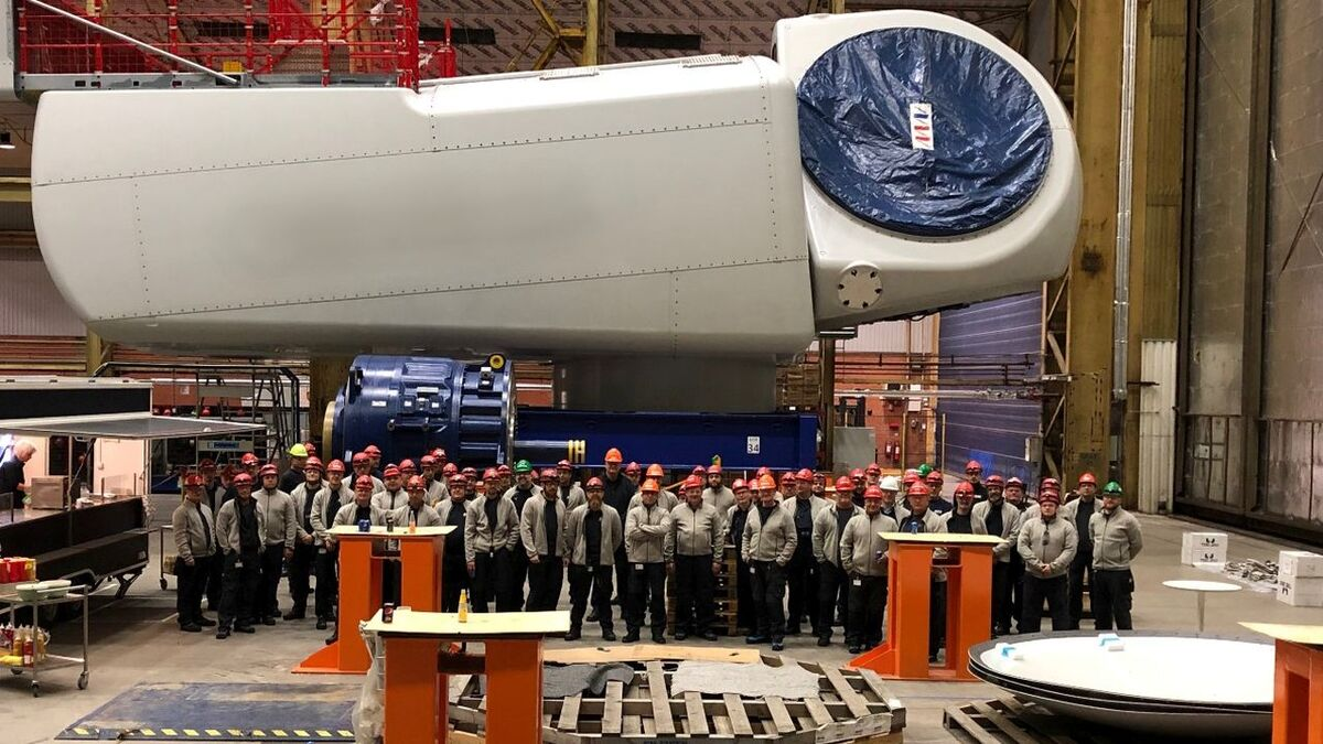 Workers at the Lindø factory assemble in front of the 500th V164 nacelle they have fabricated