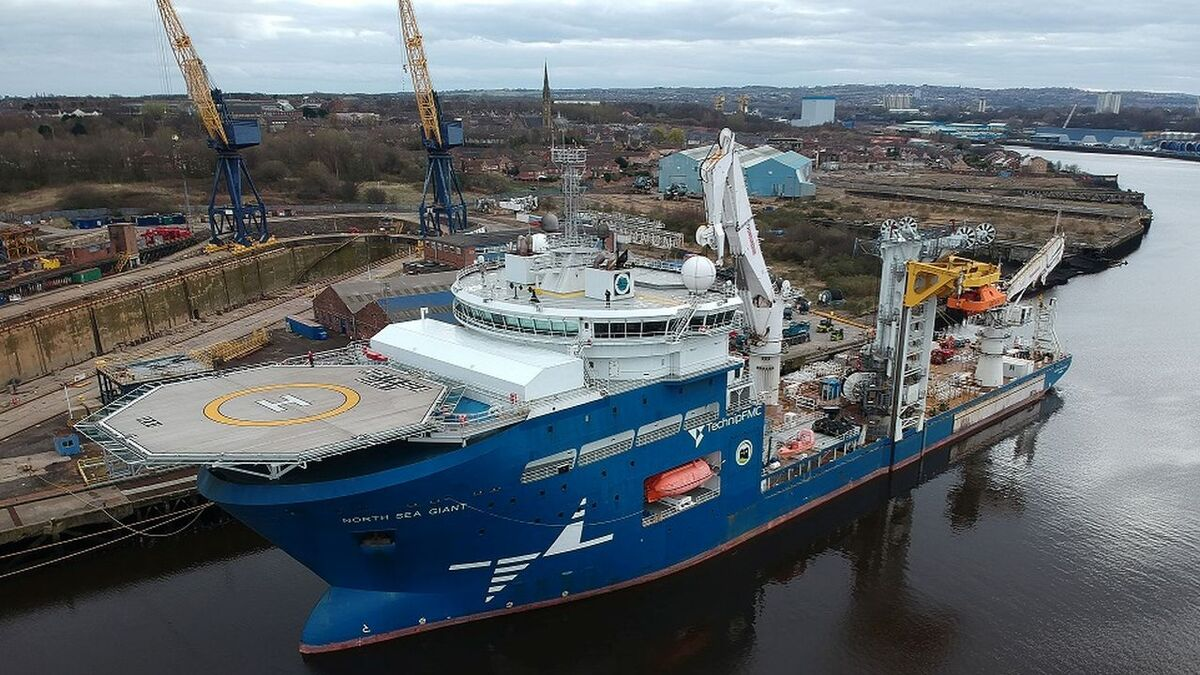 North Sea Giant has two MacGregor AHC offshore cranes (source: MacGregor)