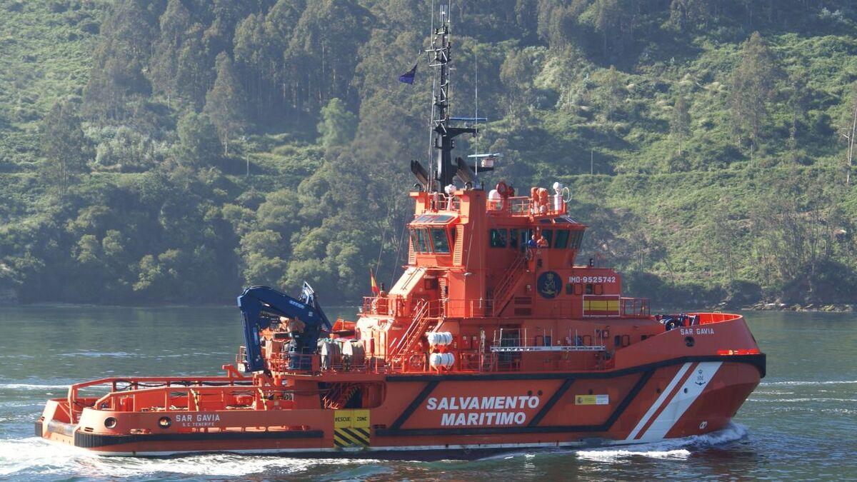 Spain search and rescue vessel SAR Gavia towed Sukran C (source: Salvamento)