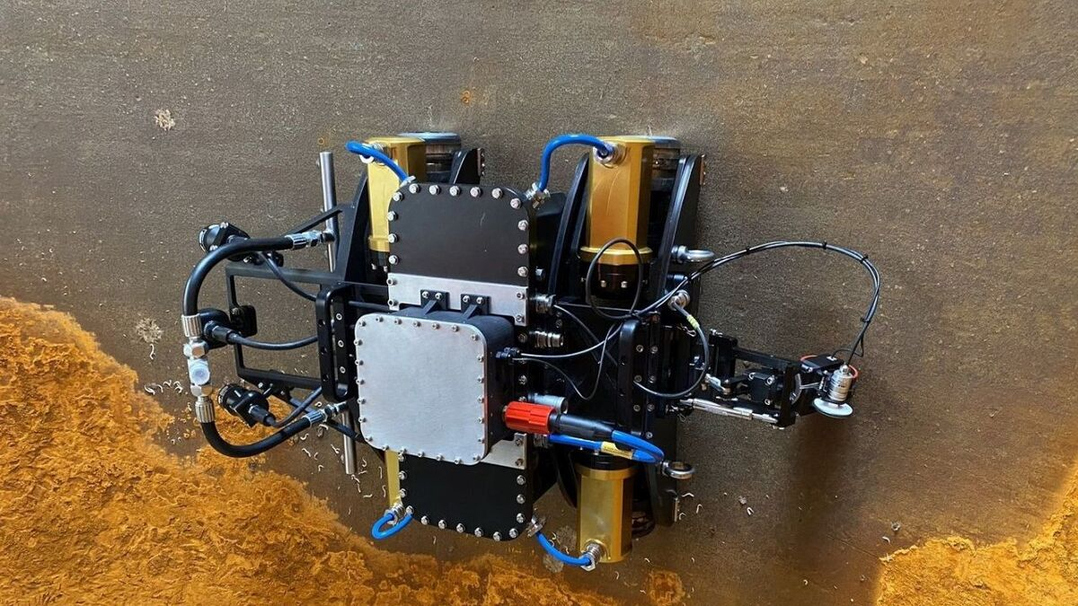 VIDEO: Amphibious robots team up to tackle corrosion and biofouling