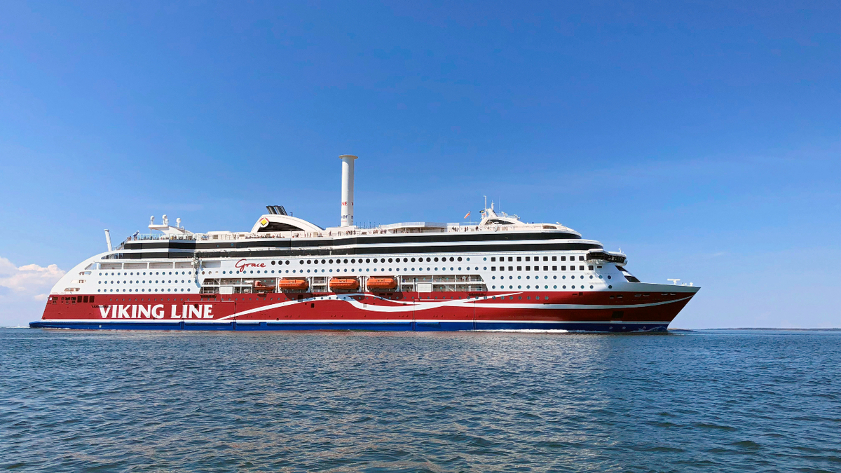 Viking Grace towed to shipyard for minor repairs after running aground