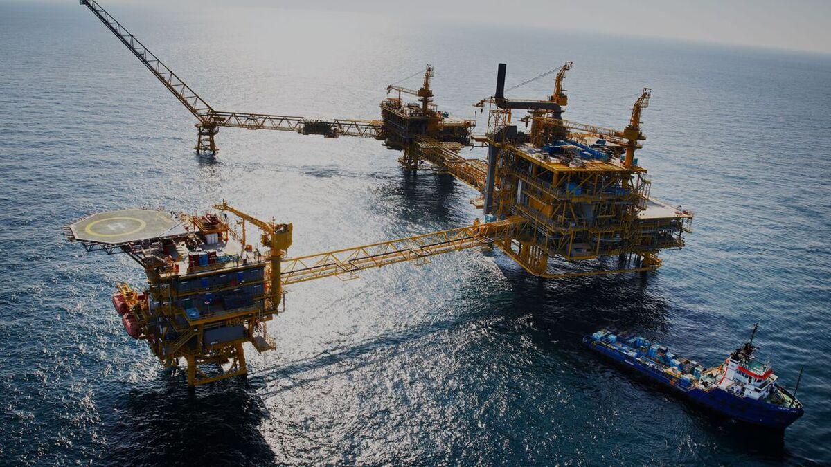 An OSV supplies cargo to Qatar North Al-Shaheen oil field (source: North Oil)