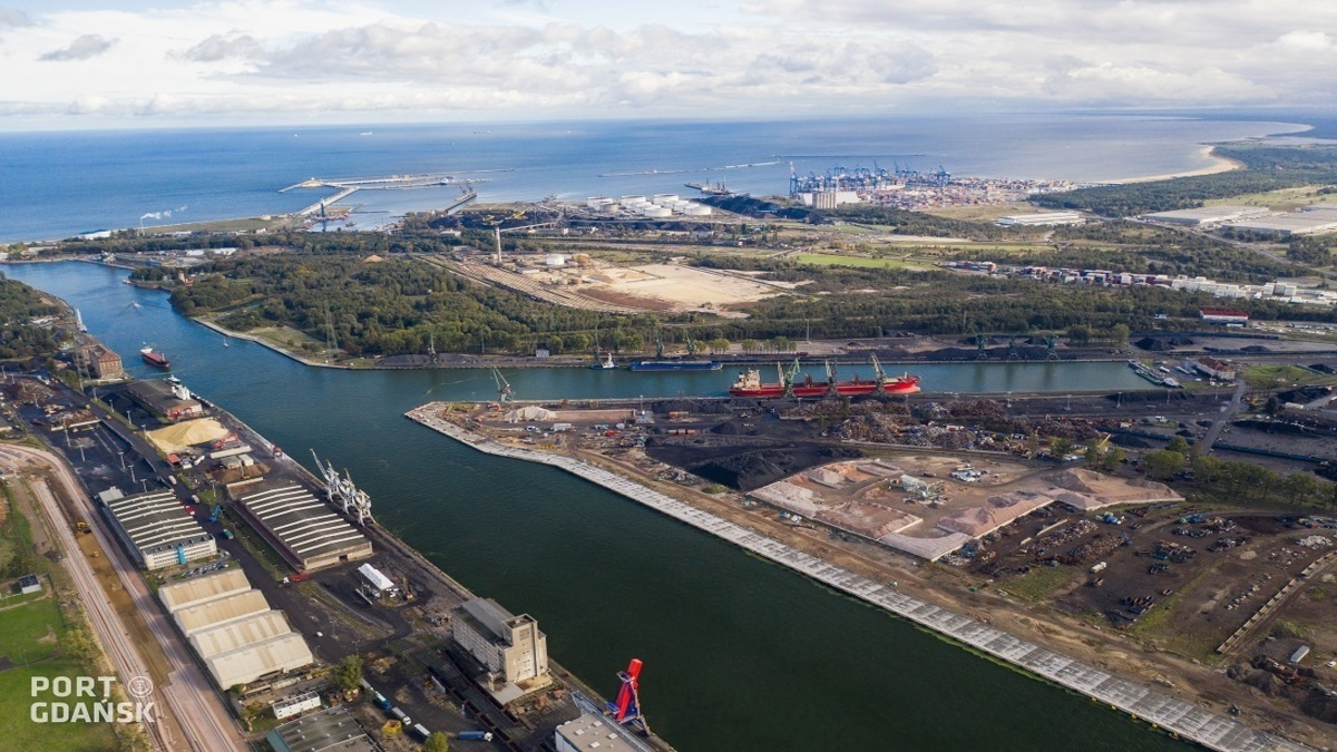 Port of Gdansk will feature several investments for Connecting Europe Facility - (close right) Dworzec Drzewny Quay (far right) Wisloujscie Quay, (left) Wislane Quay (image: Port of Gdansk)
