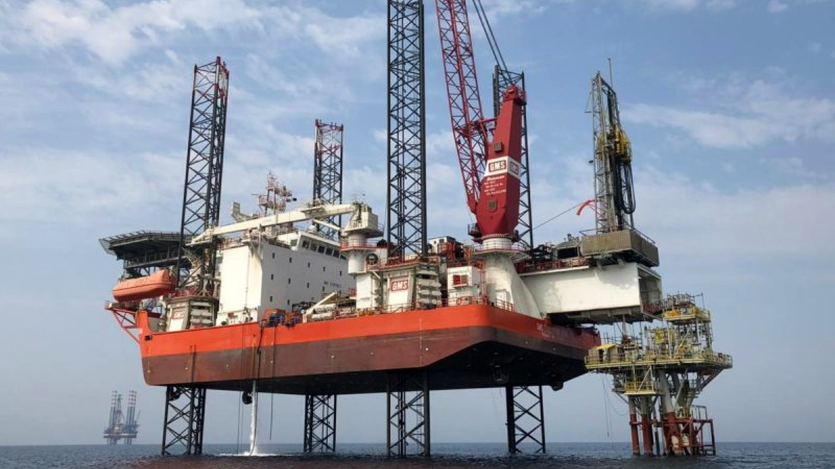 GMS Evolution has a cantilever workover system, enabling it to carry out duties normally handled by a drill rig (source: Gulf Marine Services)