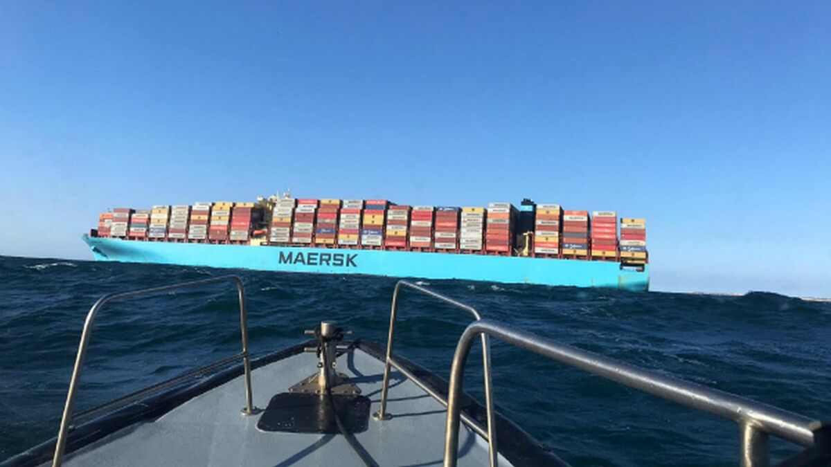 Portuguese maritime authority attends disabled Maersk Elba container ship (source: Portugal authority)