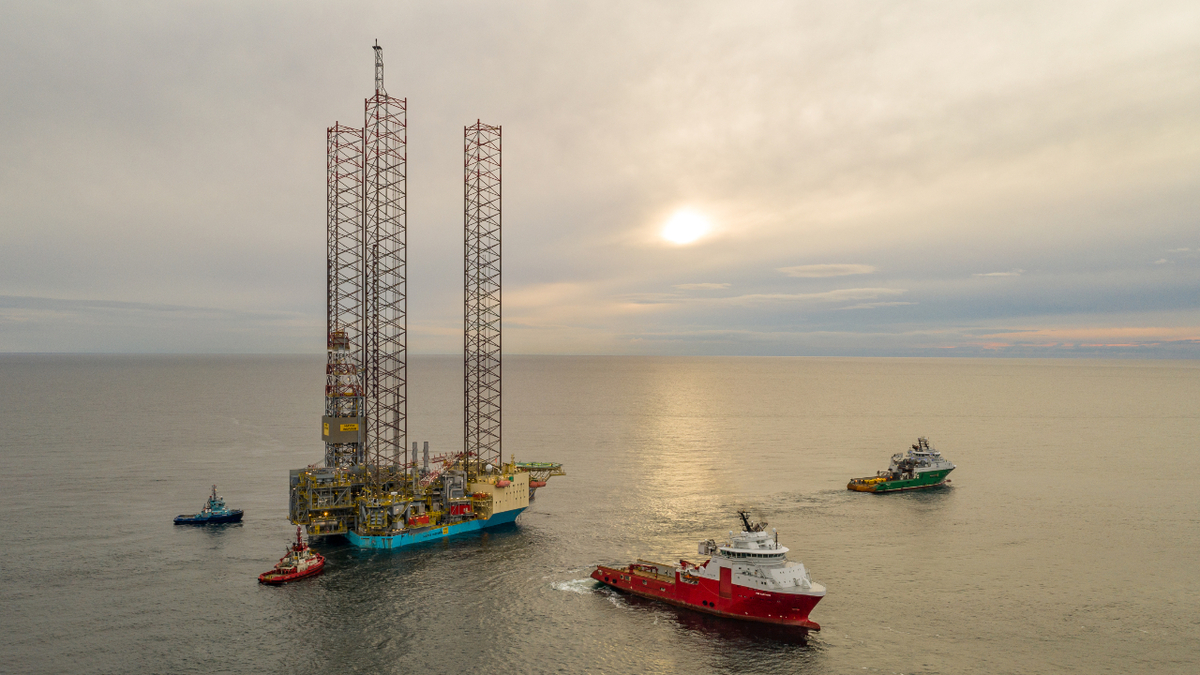 Maersk Inspirer being installed at the Yme field (source: Repsol Norge/Bitmap AS)