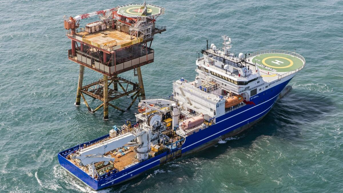 Rever Offshore's DSV Rever Polaris provides saturation and air diving services (source: Rever)