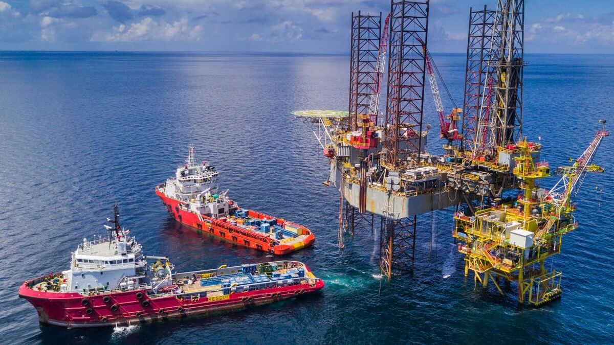 Supply vessels support a jack-up rig drilling from a wellhead platform (source: Marlink)