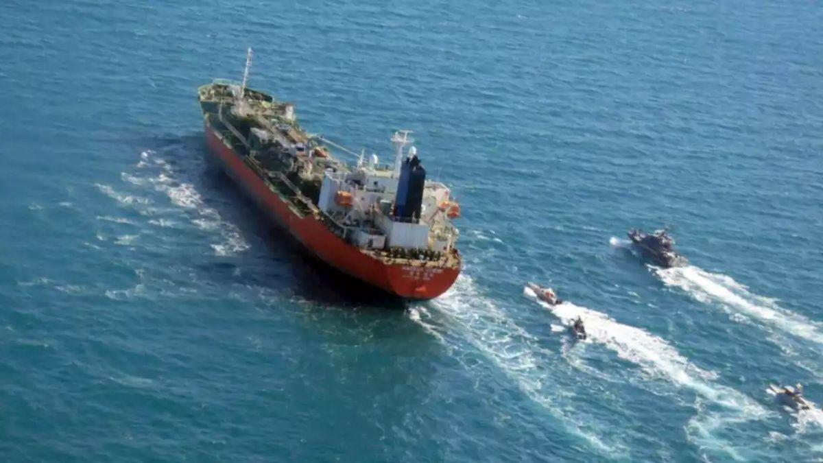 Iran's Tasnim news agency photo showing Iranian Revolutionary Guard boats escorting tanker Hankuk Chemi (image: <a href='https://creativecommons.org/licenses/by/4.0/'>Tasnim</a>, CC 4.0)