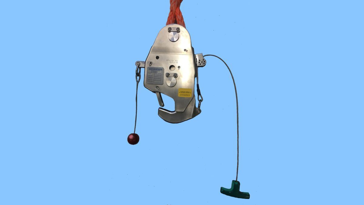 The new crane hook has been developed for launching inflated liferafts (source: Henriksen Hooks)