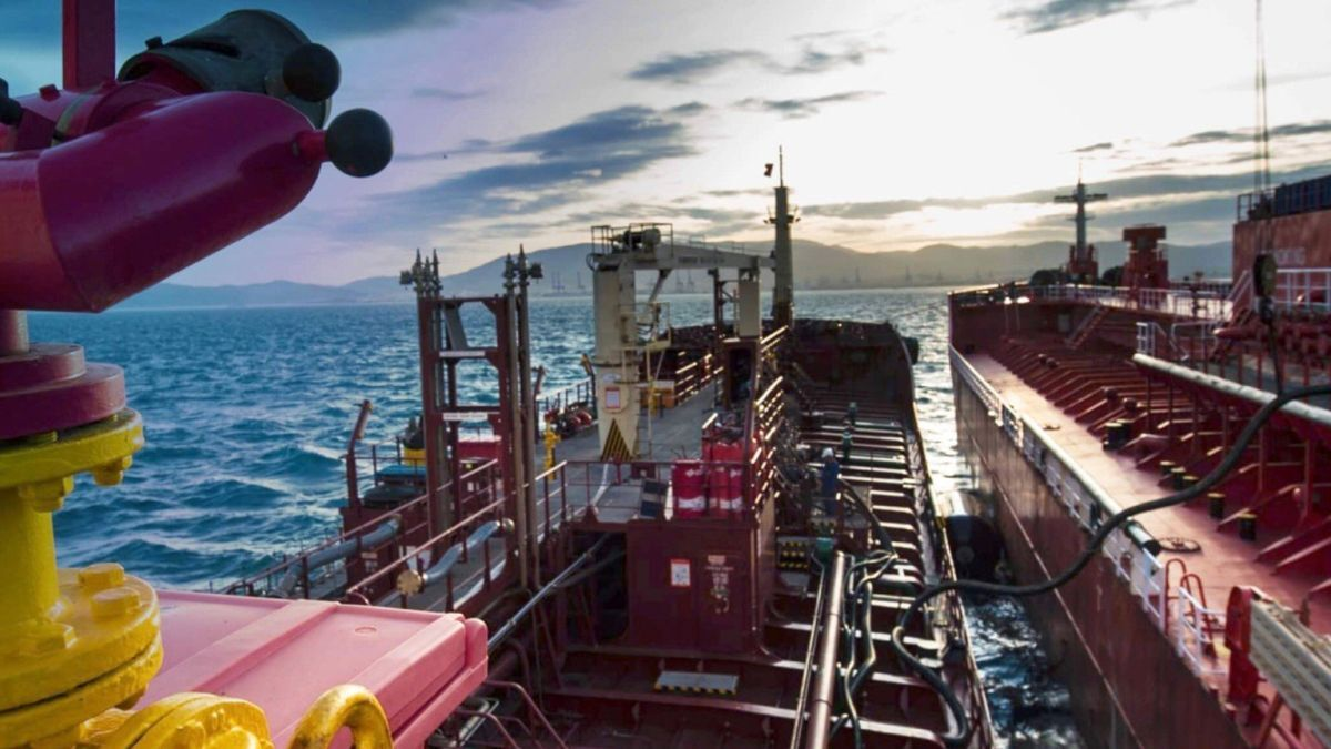 Peninsular bunker barge undertakes fuel transfer to another vessel (source: Peninsular)