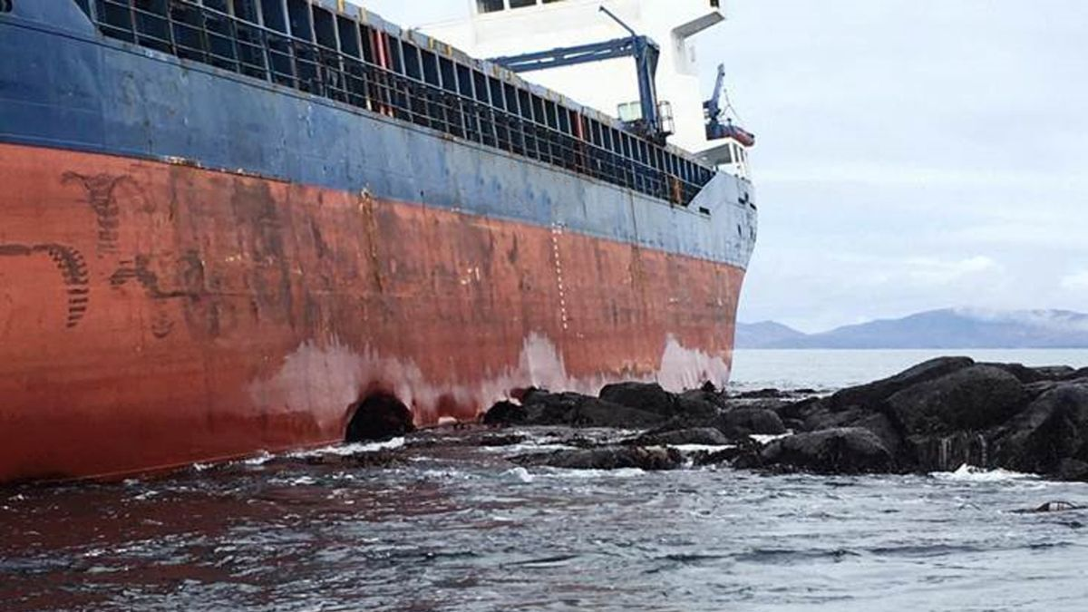 Grounded cargo vessel on rocks presents a wreck-removal opportunity (source: Resolve)