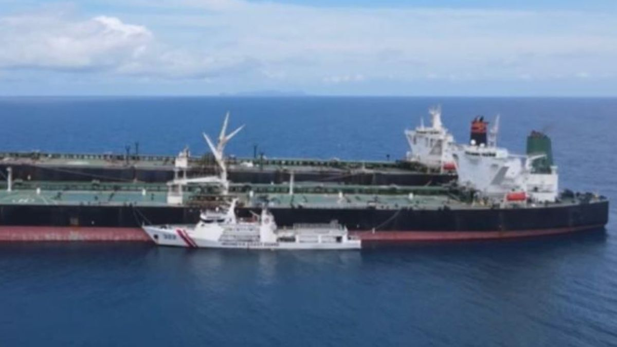 Iranian VLCC and Chinese tanker caught in illegal STS by Indonesian Coast Guard (source ICG)