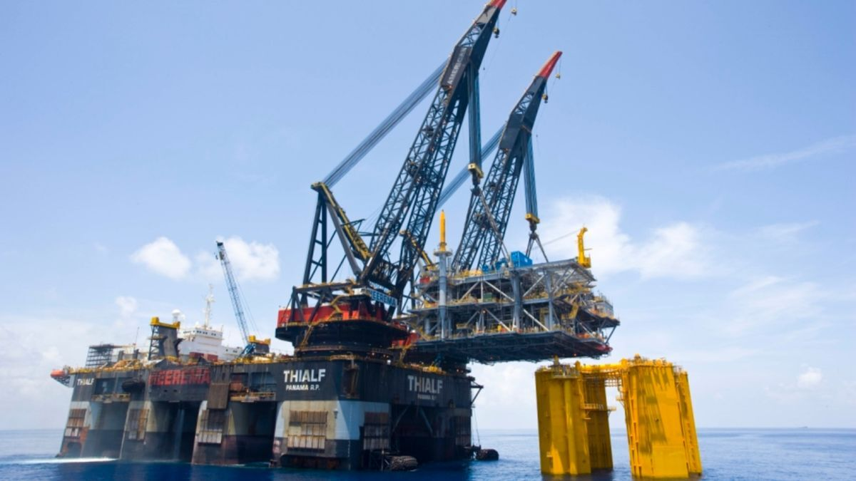 HMC's SSCV Thialf was deployed for a removal campaign at the Sable Offshore Energy project (source: HMC)