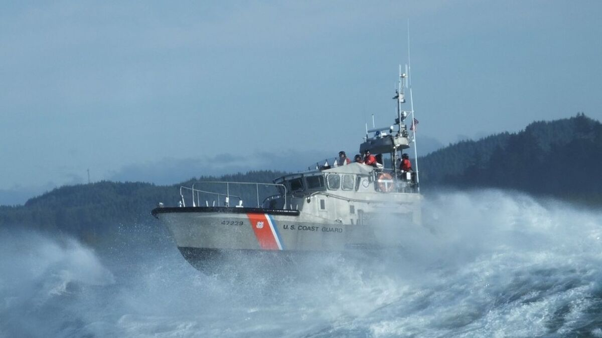 US Coast Guard motor lifeboat sails to rescue a vessel using AIS as reference (source: USCG)