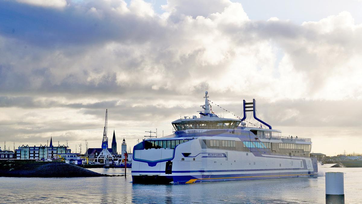Doeksen debuts LNG-powered catamaran ferry