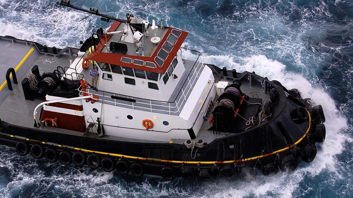 Tug steams to a towage job - BIMCO updated its towage contracts (source: BIMCO)