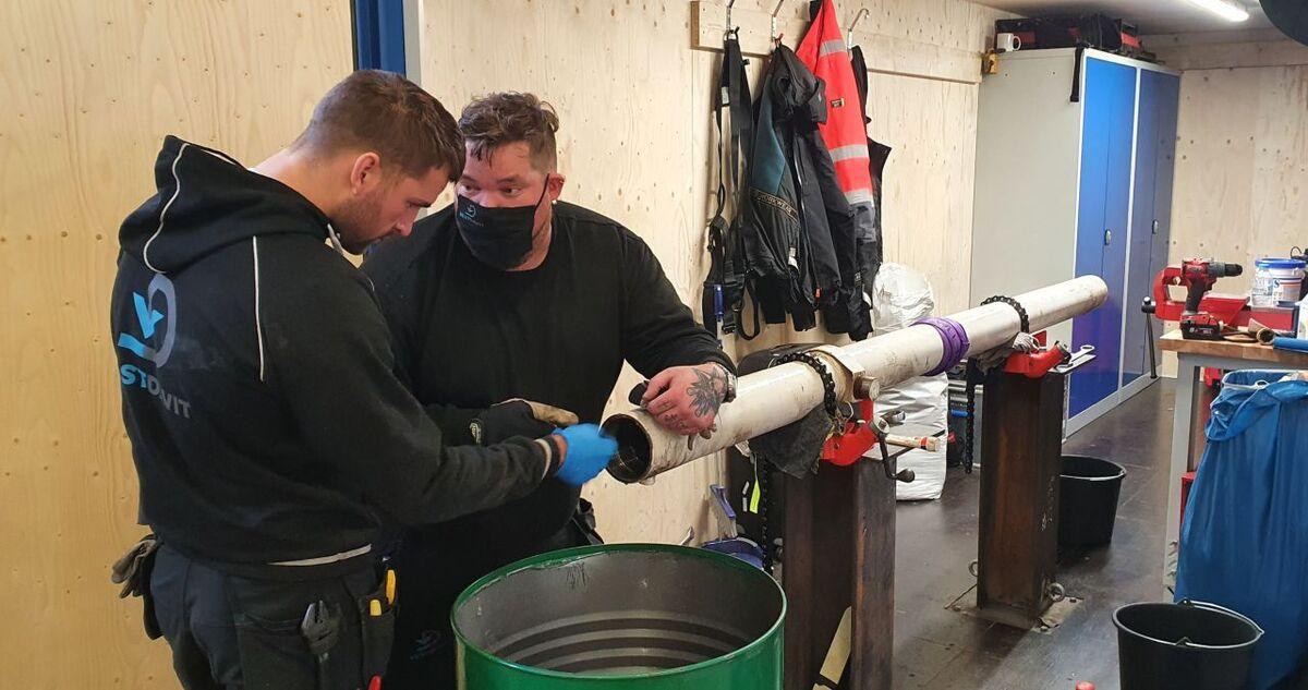 Cylinder servicing work at Vestdavit (source Vestdavit)