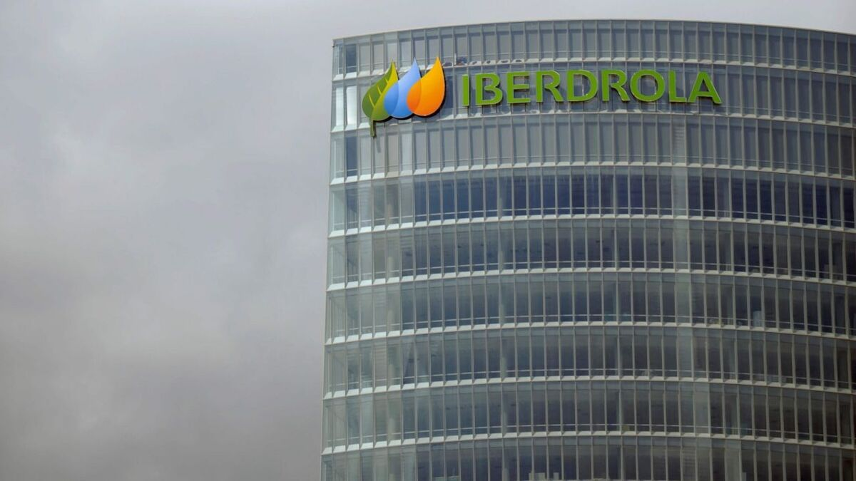 Iberdrola plans industrial-scale floating windfarm offshore Spain