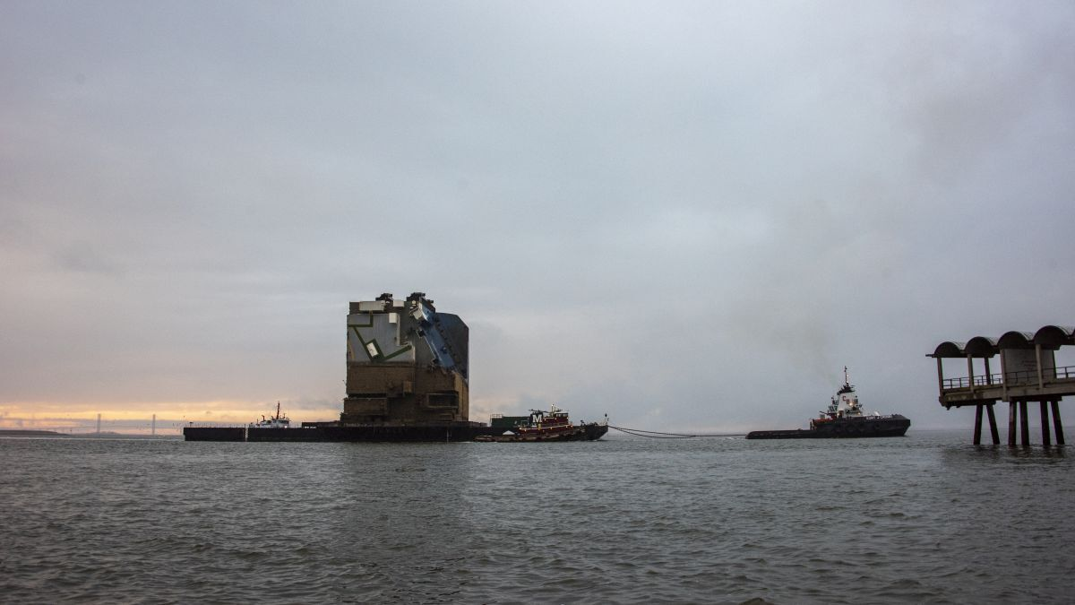 Barge 455-8 is transporting section eight to Gibson recycling centre