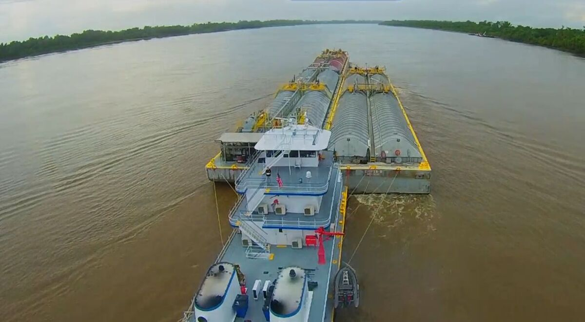 Southern Towing Co towboat pushes barges along US waterways (source: STC)
