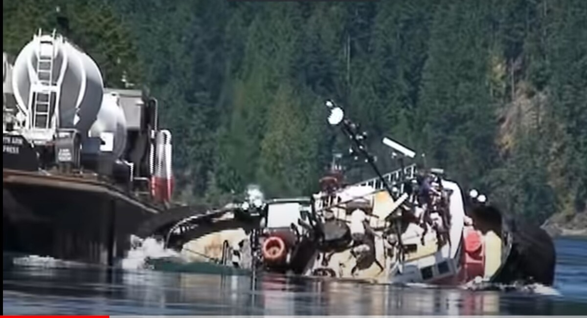 Tug North Arm Venture capsizes while towing barge North Arm Express in 2009 (source: TSB)