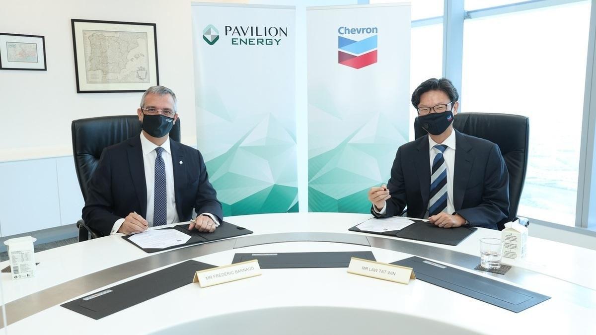 (L) Frederic Barnaud of Pavilion Energy and Chevron's Law Tat Win (Image: Chevron)