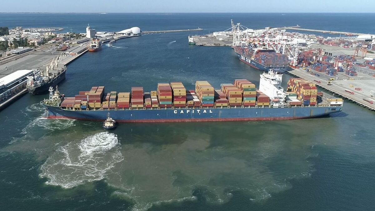 Drone video of tugs turning a container ship in Port of Fremantle, Australia (source: LOC)