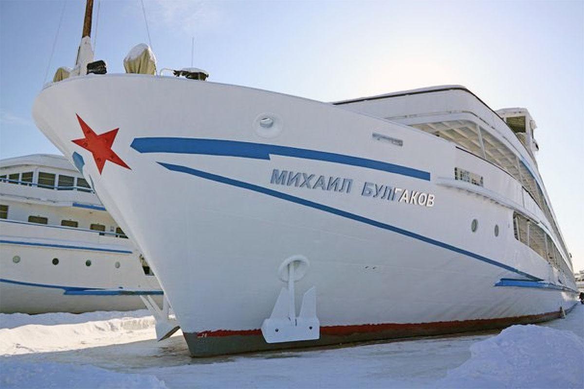 Start up of bow thruster on Rivier Cruiser 'Mikhail Bulgakov'