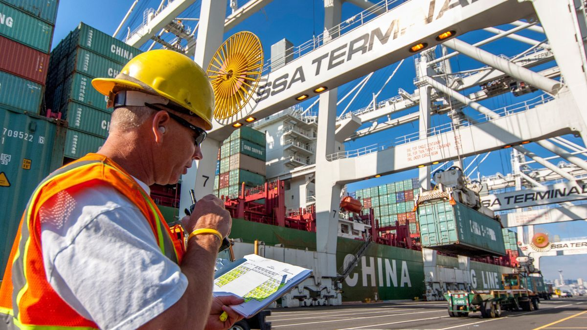 A 5G network will help increase efficiency, worker safety and terminal handling performance at the Port of Seattle (source: Port of Seattle)
