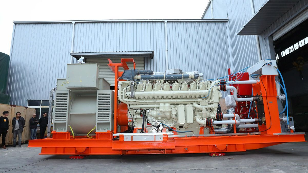 The 16-cylinder, QSK95-DM-powered generator is rated at 3,000 ekw, 60 Hz, 6,600 volts (source: Cummins)