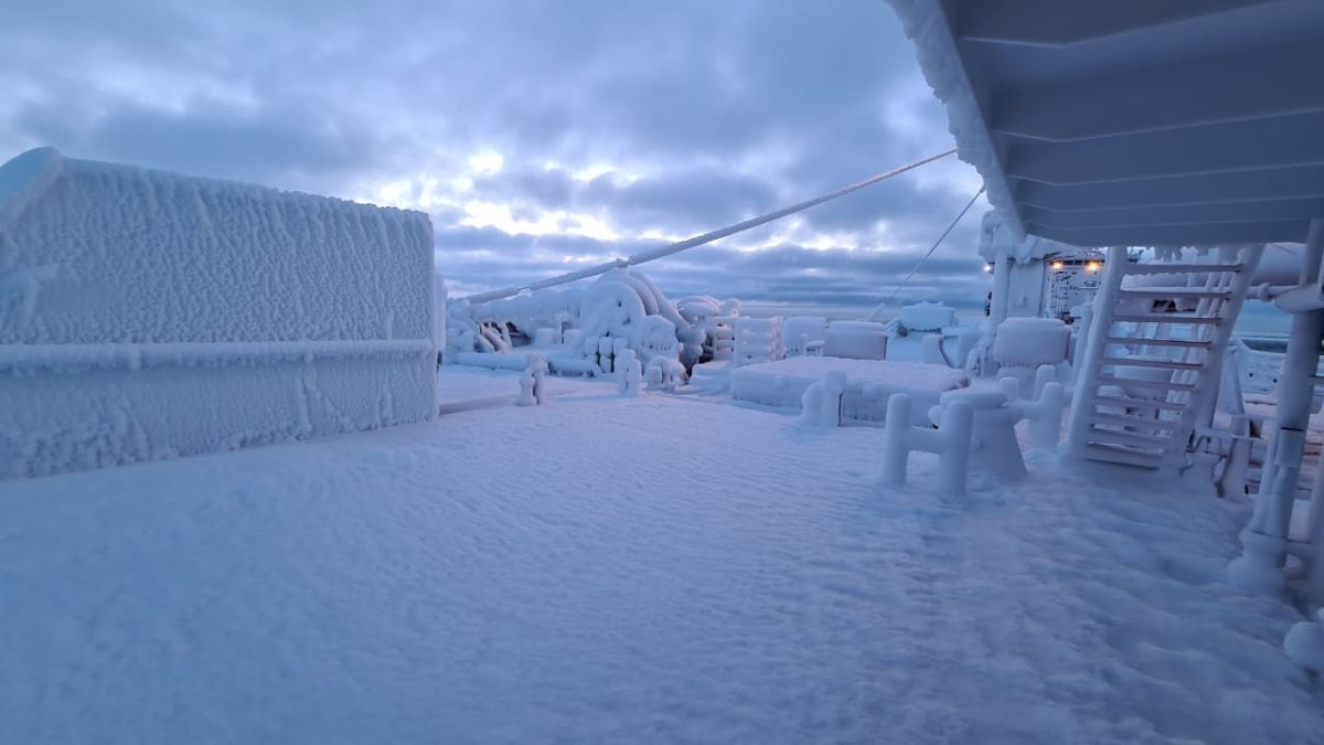 Icing can occur during summer in Arctic seas (source: SCF)