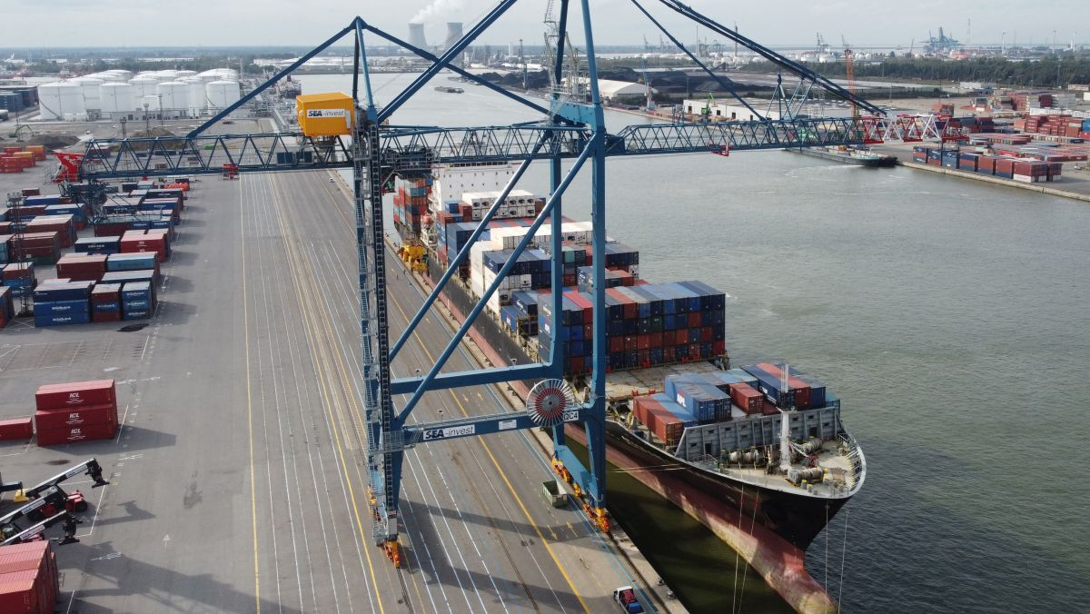 Latest STS container cranes reach new heights of efficiency