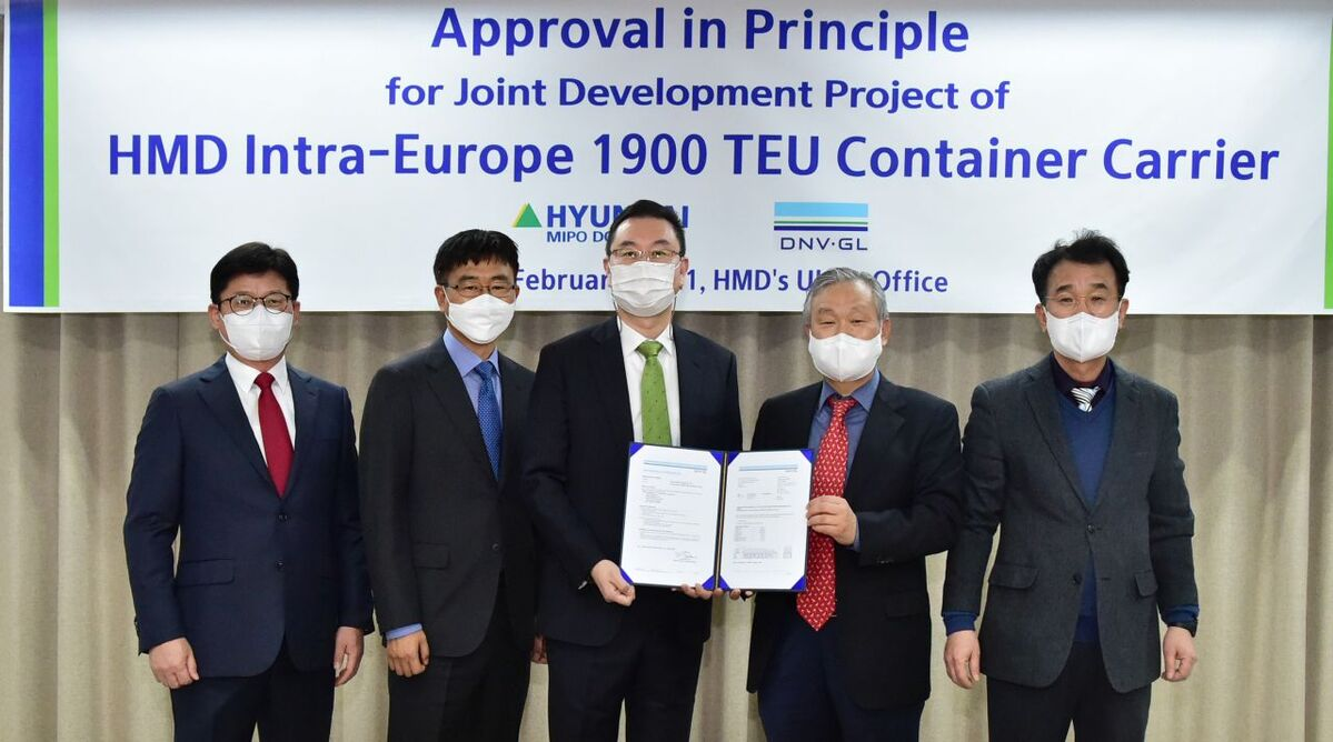 Presentation of the AiP for intra-Europe feeder container ship Euro-Congreen 1900
