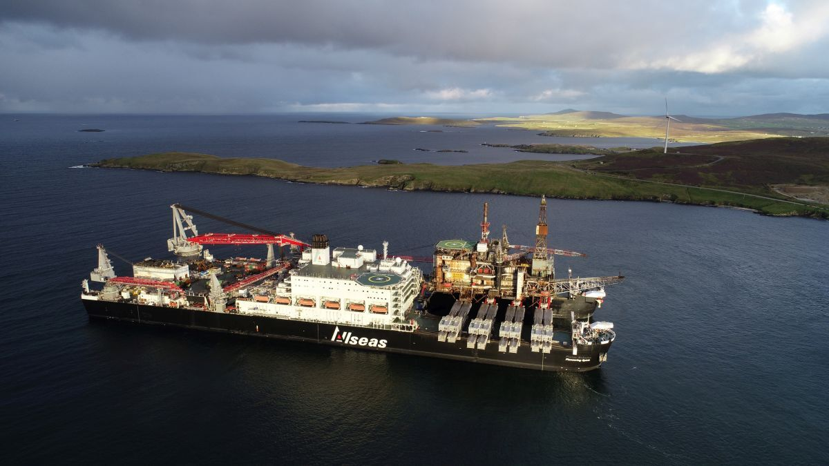 A new jacket-lifting system is being installed on the stern of Pioneering Spirit to enhance its lifting capability (source: Allseas)