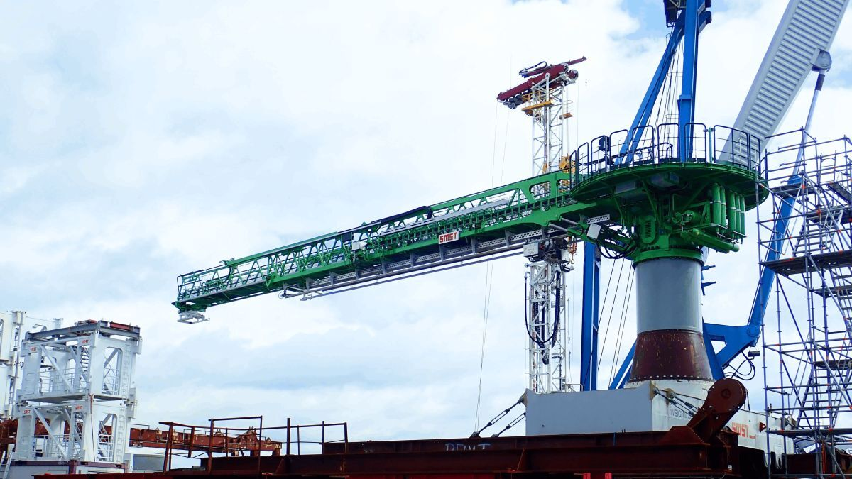 SMST's walk-to-work system for DEME has a cargo transfer system that runs underneath it (source: SMST)