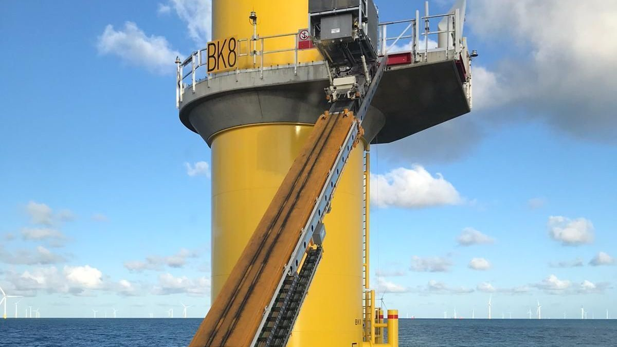 Z-Bridge is shaking up the market with its innovative system that lifts personnel from the deck of a vessel (source: Z-Bridge)