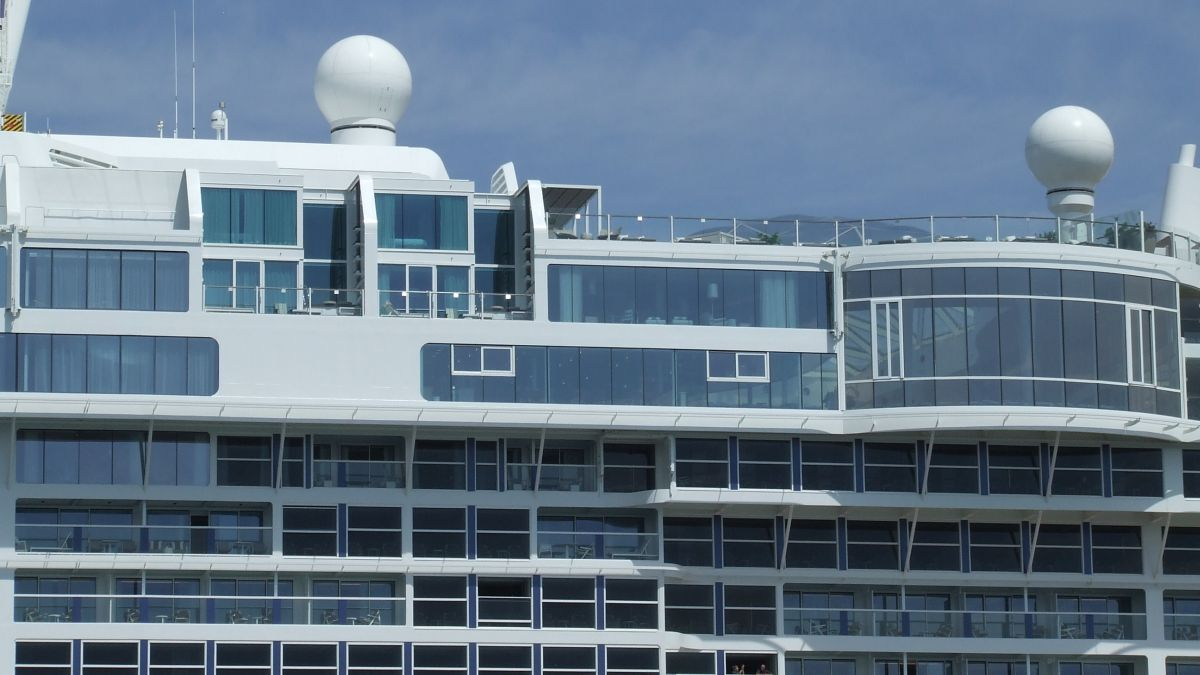 Multi-band VSAT on a cruise ship provides passengers with media connectivity (source: Riviera)