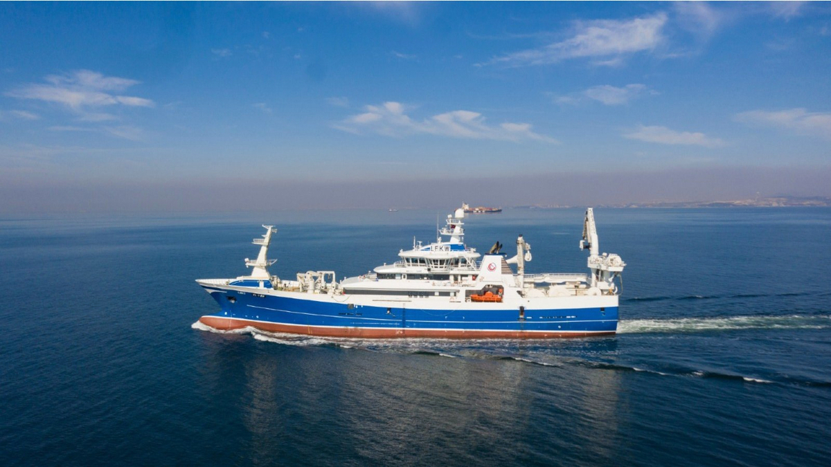 First LNG-hybrid purse seiner trawler delivered
