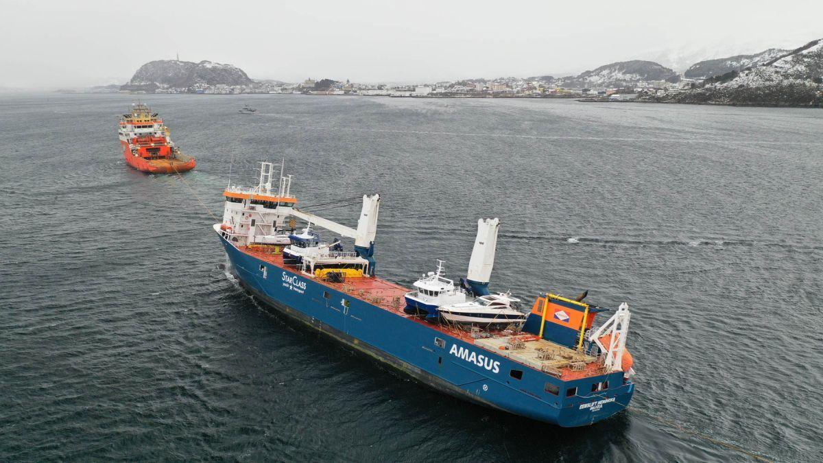 Eemslift Hendrika arrives under tow in the Norwegian port of Ålesund (source: Kystverket / Stig Jacobsen)