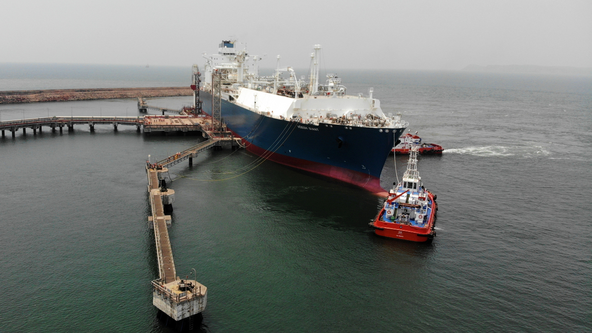 The FSRU Höegh Giant will be the centrepiece of H-Energy's new LNG receiving terminal on the west coast of India (source: H-Energy)