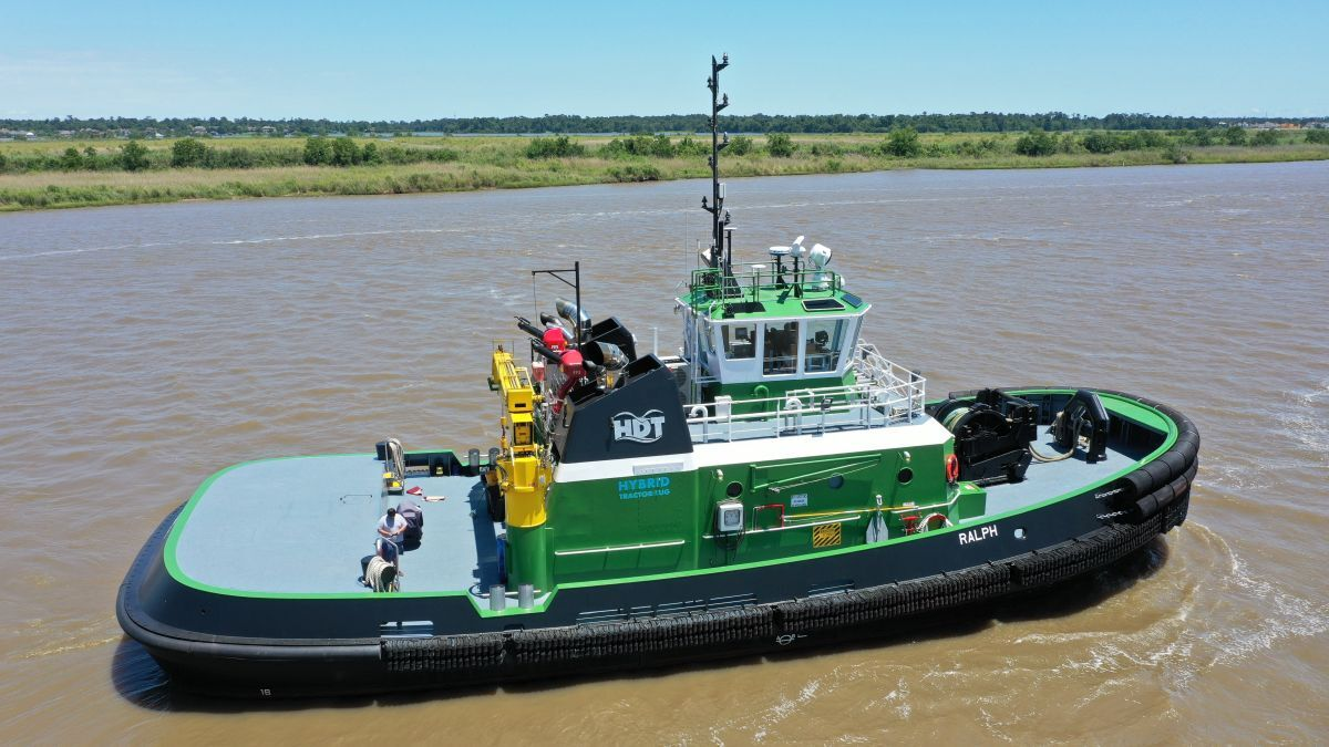 HDT dispatches tug Ralph with ShipTracks (source: Helm)