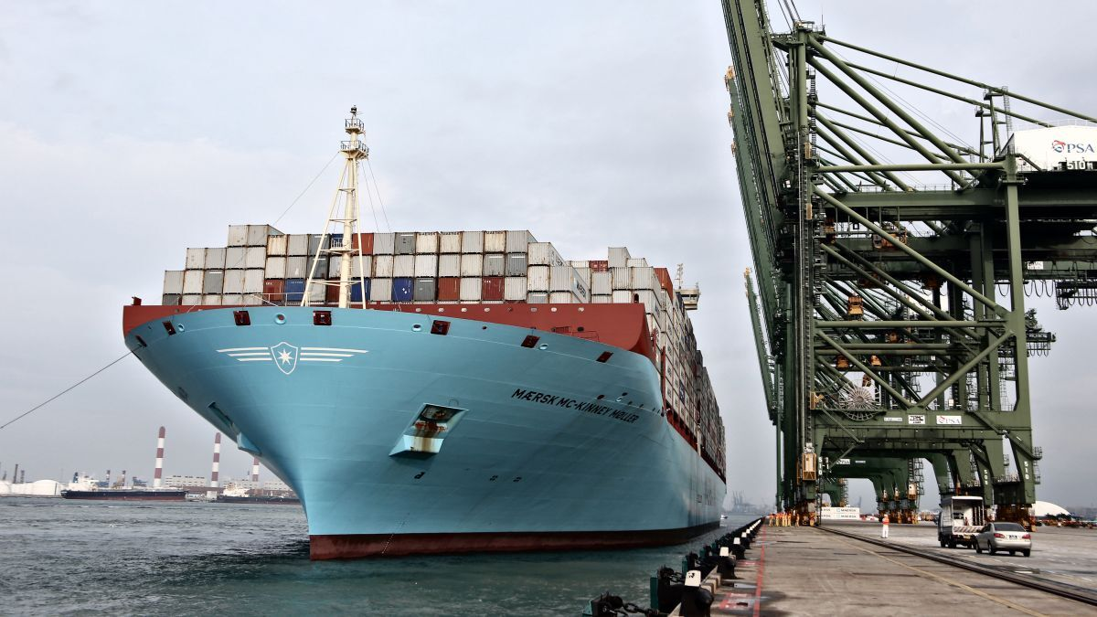 Maersk has signed an MoU to study the feasibility of developing a green ammonia supply chain in the Port of Singapore. Pictured: Triple-E vessel Maersk Mc-Kinney Moller at the Port of Singapore (PSA International)
