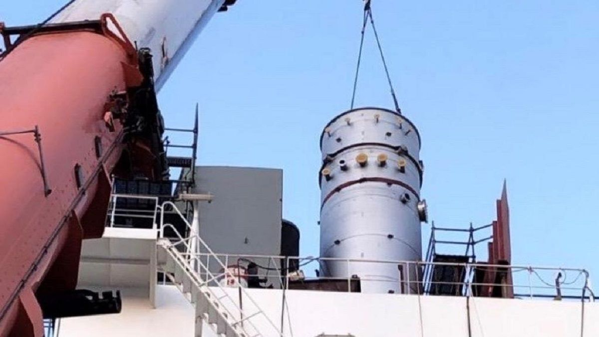 VDL scrubber being installed on Thenamaris tanker (source: VDL)