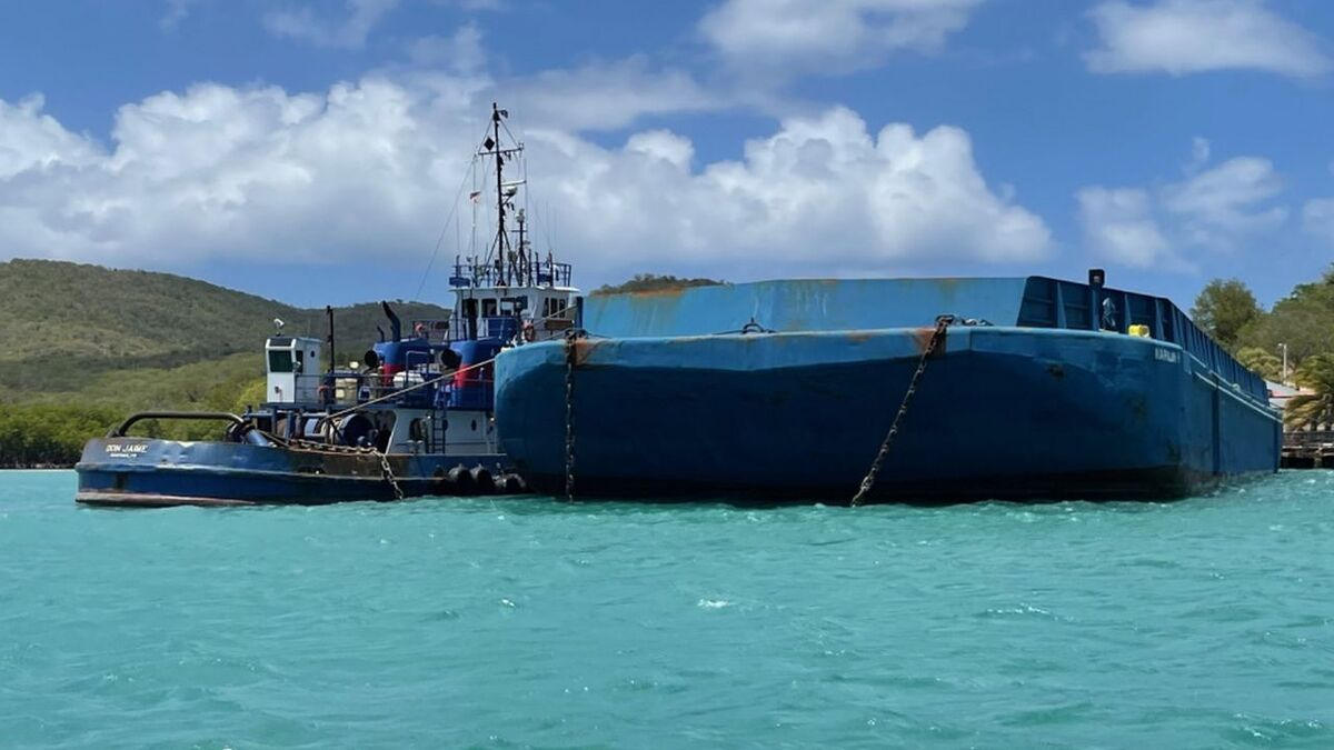 Grounding of tugboat Don Jaime with deck barge Marilin H (source: USCG)