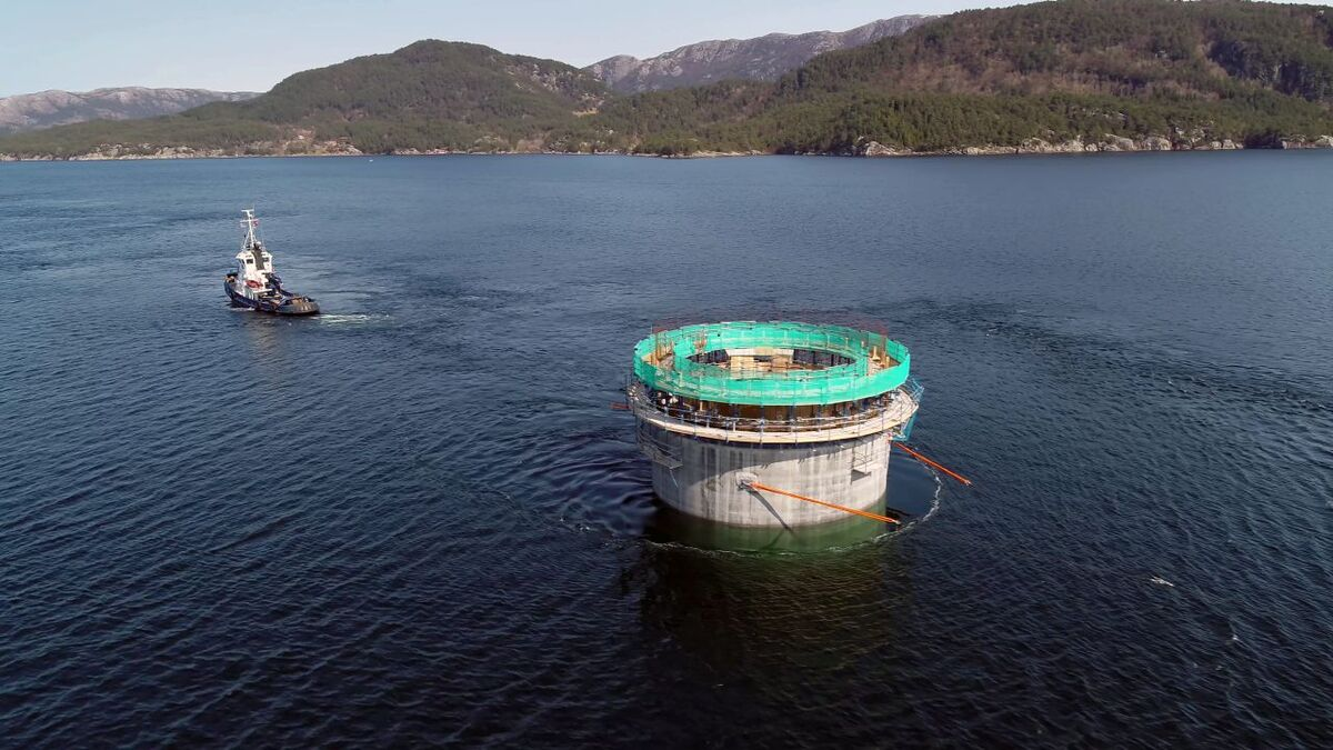 The foundations for the 88-MW Hywind Tampen floating windfarm have departed Aker Solutions' yard in Stord
