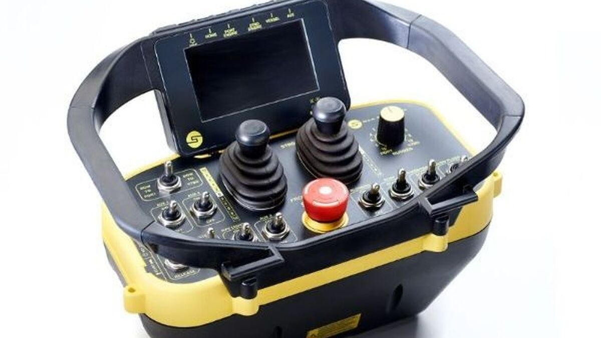 SM200 wireless helm, remote control for ATB tugs (source: Sea Machines)