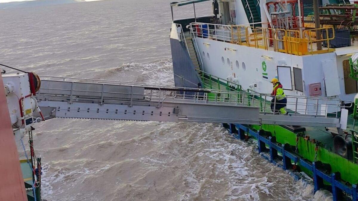 Undertun Industri supplies gangways for offshore support vessel walk-to-work projects (source: Undertun)