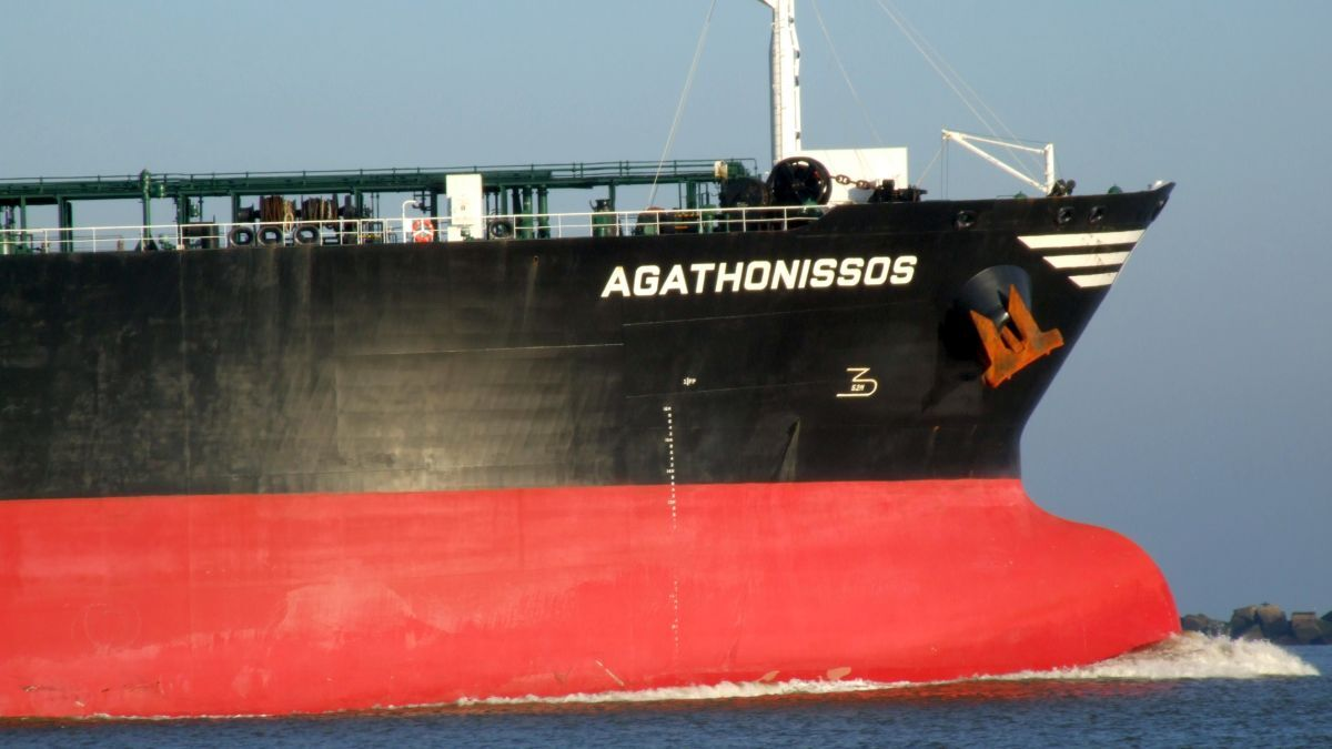 LR2 tanker Agathonissos: reportedly purchased by Castor Maritime (image Alf van Beem/WikiMedia)
